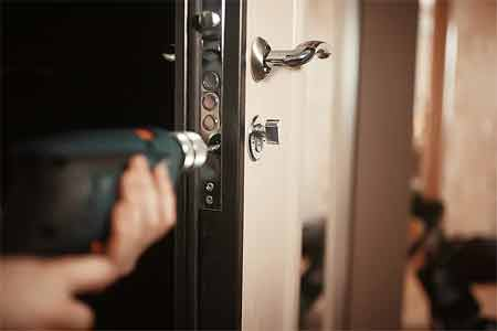 Things to consider before buying the Best Door Lock